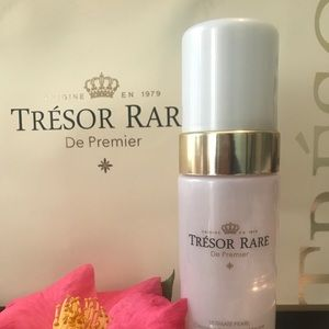 Tresor Rare Cleansing and Revitalizing Mousse